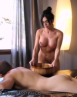 NuruMassage Jaclyn Taylor threatens to Call mummy