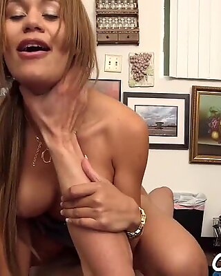 Dirty busty brunette bimbo Samantha Bell gets cunny fucked