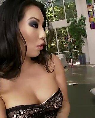 Horny jeweller loves to suck sexy feet of beautiful Asa Akira