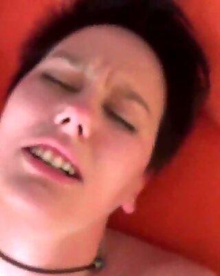 F. wird zum lauten Orgasmus gefickt
