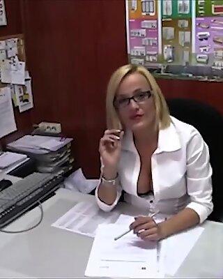 LECHE 69 The naive secretary